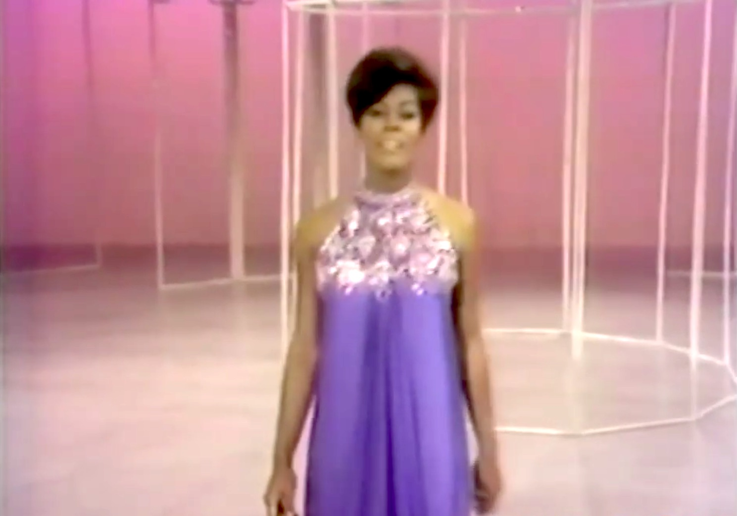 Song lyrics to He Loves Me, music by Jerry Bock, lyrics by Sheldon Harnick, as performed by Dionne Warwick