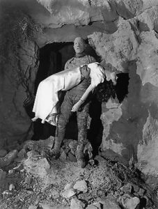 Kharis the mummy carrying the girl in The Mummy's Hand