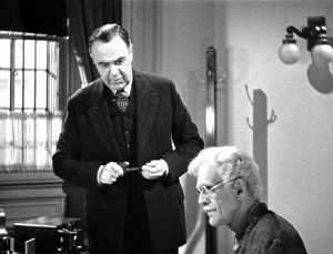 The warden speaks to the elderly Dr. Garth (Boris Karloff) in Before I Hang