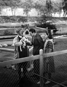 Billy Bevan sells a dog to Douglas Fairbanks Jr. and Paulette Goddard