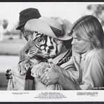 John Amos, Harri the tiger (in disguise) and Jan-Michael Vincent in The World's Greatest Athlete