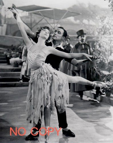 Leslie Caron and Gene Kelly dance in An American in Paris
