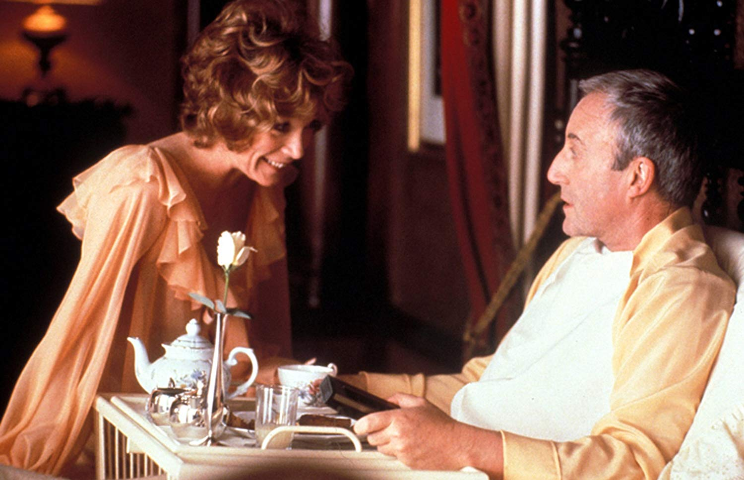 """Shirley MacLaine trying to seduce Peter Sellers in """"Being There"""""""