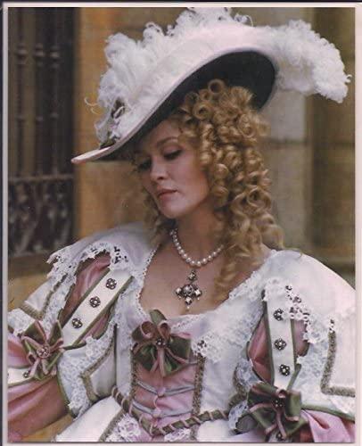 Faye Dunaway as tthe evil Milady de Winterr