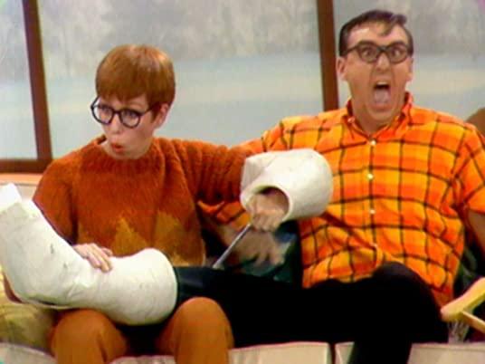 The Ski Lodge - Carol Burnett and Jim Nabors in The Carol Burnett Show, season 1, episode 1